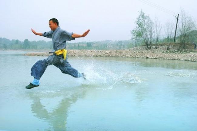 Kwikku, Manusia yang bisa berjalan di atas air Shi Liliang
