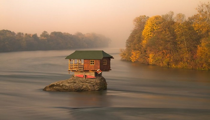 Kwikku, Rumah Di Tengah Sungai Drina Serbia