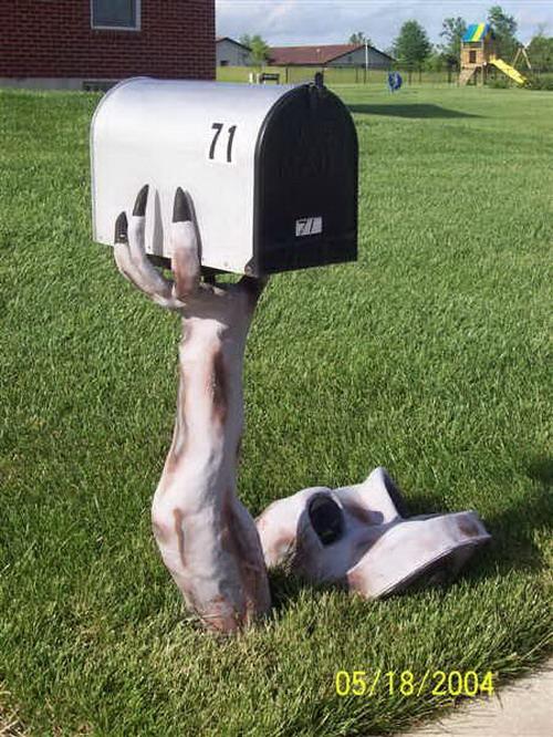 Kwikku, Serem nih buat masukin surat di tempat ini harus ngadepin zombie dulu
