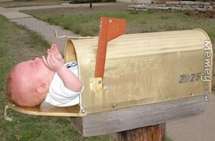 Kwikku, Ini siapa yang ngirim bayinya yah Tapi tenang aja guys itu hanya desainnya kok Bukan bayi beneran
