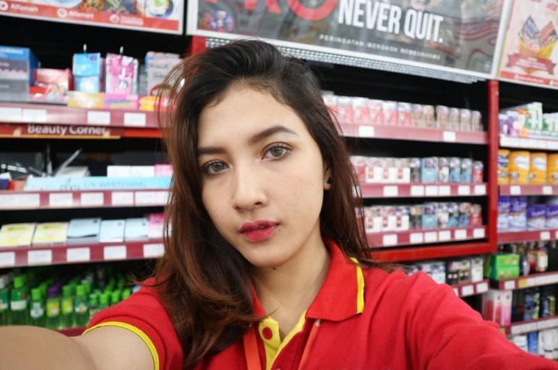 Kwikku, Viral karena kecantikannya akun sosmed kasir cantik bernama Erlina Bila ini sudah mencapai hampir  ribu pengikut