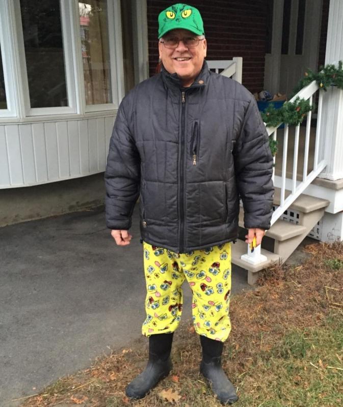 Kwikku, Celananya ituloh guys Hahaha Spongebob lovers pasti sedih kalau lihat kombinasi pakaian si kakek yang satu ini