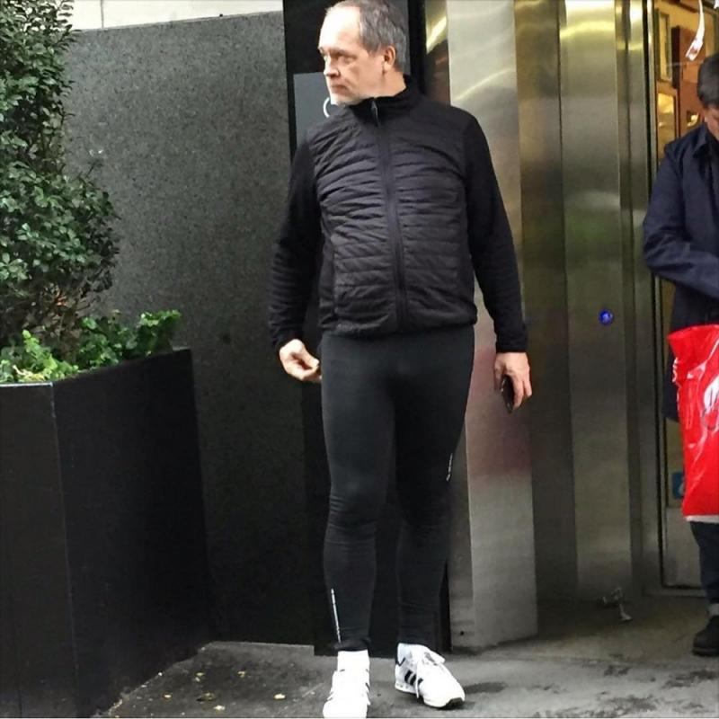 Kwikku, Atasnya sih okeoke saja tapi pas lihat legging ketatnya aduuuuh Gak ada celana yang lebih ketat lagi kek hahah