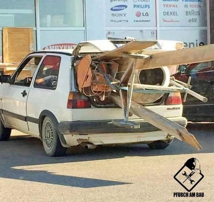 Kwikku, Apakah di antara kalian ada yang pernah melakukan atau memikirkan hal yang serupa dengan gambar ini Kasian sekali nasib mobil yang di paksa untuk mengangkut barang yang seharusnya tidak untuk dia angkut