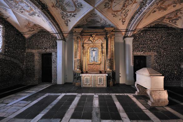 Kwikku, Kapel Tulang di Portugal