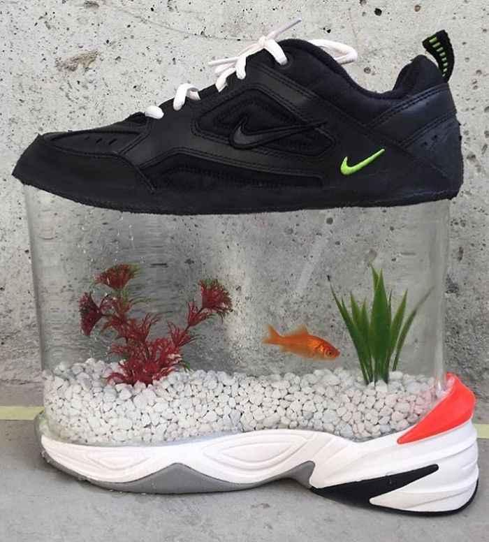 Kwikku, Siapa bilang kalo akuarium gak bisa di bawa kemanamana Coba lihat sneakers yang satu ini nih guys Ada ikannya juga lho