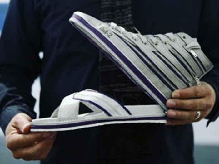 Kwikku, Kalo bosen pake sendal yang bisa pake sepatu Kalo bosen pake sepatu ya bisa pake sendal Simpel kan