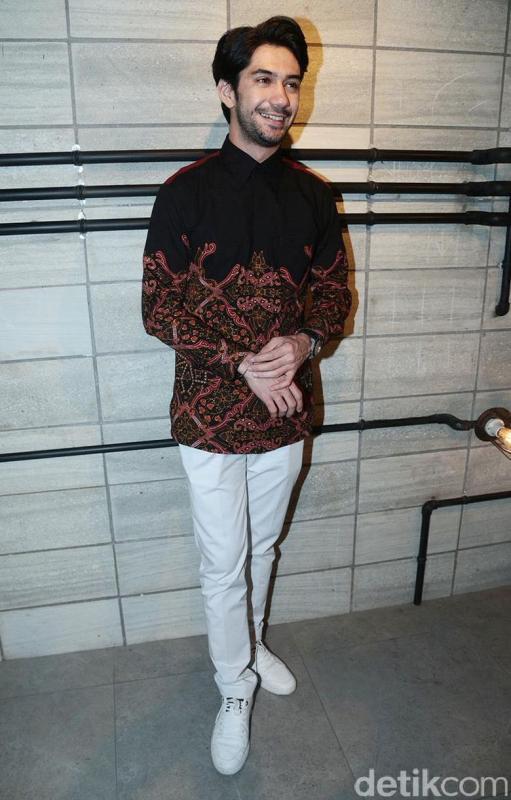 Kwikku, Kemeja Batik
