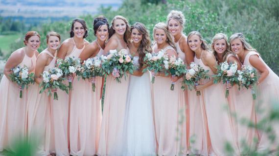 12 Inspirasi Gaun untuk Bridesmaid yang Bikin Penampilan Makin Sempurna