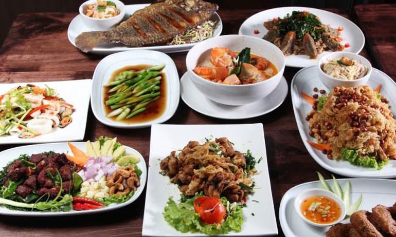Begini Kebiasaan Kocak Orang Indonesia Saat di Restoran atau Warung Makan