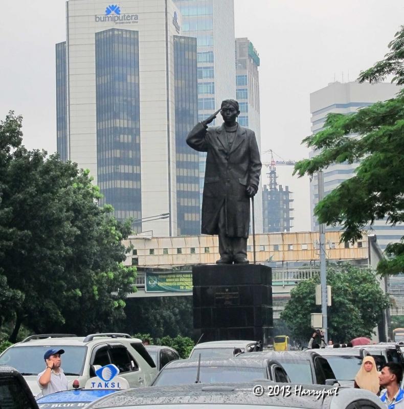 Sadar Nggak Kalau Patung - Patung di Jakarta Ini Menghadap ke Sunda Kelapa
