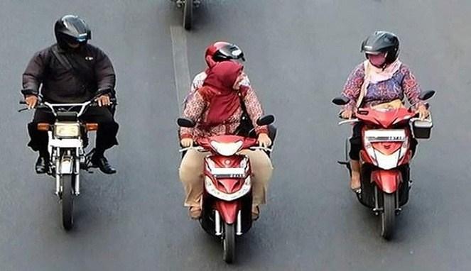 Wanjirr Inilah Deretan Emak - Emak Penguasa Jalanan Apakah Emak Kamu Salah Satunya