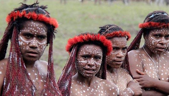 Tradisi Menyakitkan di Berbagai Suku yang Bikin quotIkutan Ngiluquot
