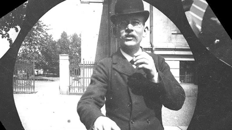 Kamera Tersembunyi di Tahun 1890-an Ini Berhasil Menangkap Aktivitas Pelajar di Masa Itu