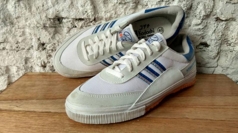 Jenis-Jenis Sepatu dan Sandal Era 90-an yang Bikin Pengen Pakai Lagi