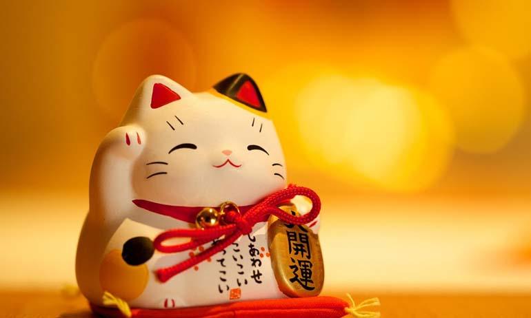 Inilah Fakta Menarik Maneki Neko Boneka Kucing Lucu dengan Banyak Keberuntungan