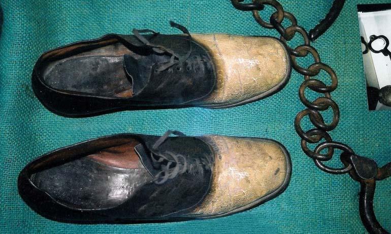 Inilah Kisah Nyata Seorang Penjahat yang Diubah Menjadi Sepasang Sepatu