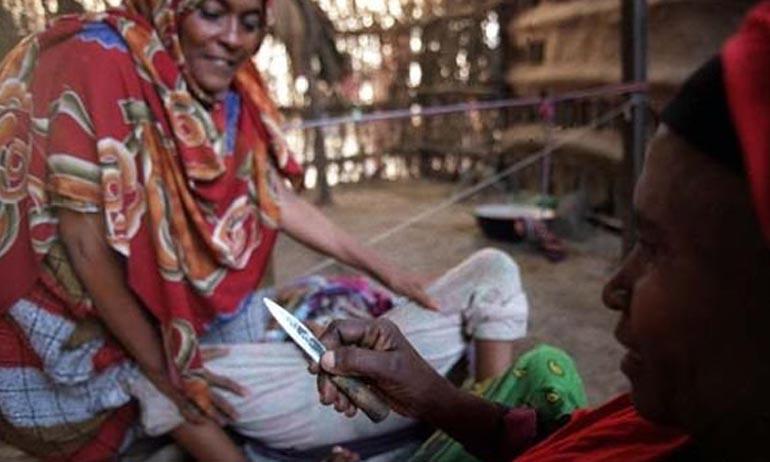 Tradisi Kejam Ini Terjadi pada Para Wanita Suku Pedalaman, dari Yang  Disayat sampai Disetrika - Kwikku