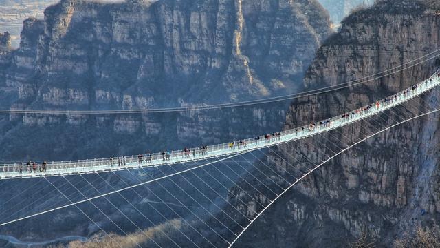 Bukan Hanya Ada Di Cina 3 Jembatan Kaca Di Indonesia Ini Gak Kalah Keren Loh