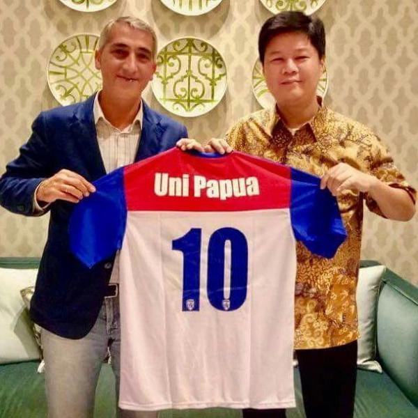 CEO RCD ESPANYOL Ramon Robert Estella will collaboration with IDGEN - UNI PAPUA FOOTBALL COMMUNITY INDONESIA