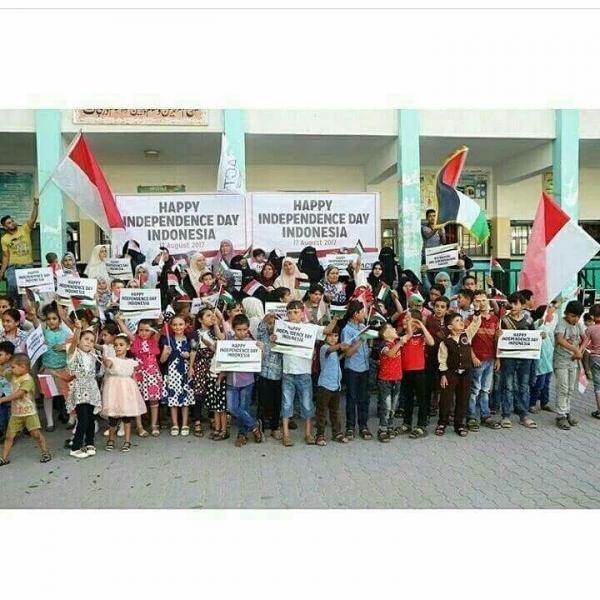 Palestina yang jauh disana aja tau bendera Indo Kek apa ini yang negara tetangga malah Aaaaah sudaahlaah 3