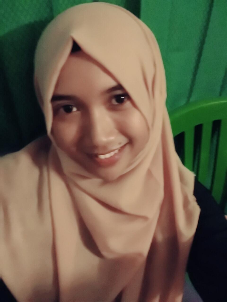 senyum senyum